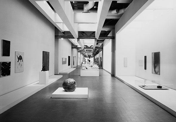 La galerie nord-sud du musée (Copyright photo : Centre Pompidou)