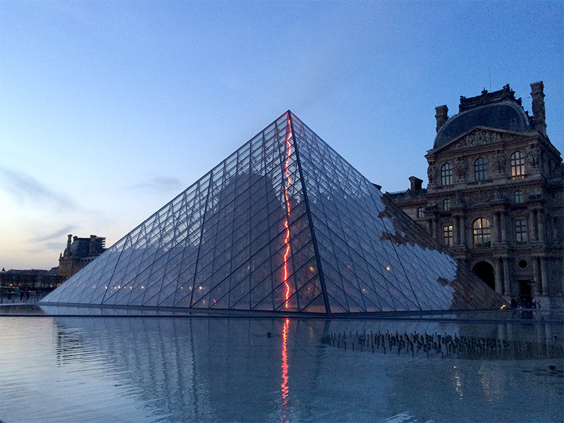 pyramide-louvre-sublimee-lumiere-2