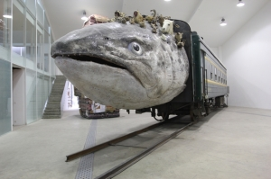 01Huang-Yong-Ping-Leviathanation_2011-Installation-Fiberglass-Stuffed-animalsTrain-470-x-2100-x-340-cm